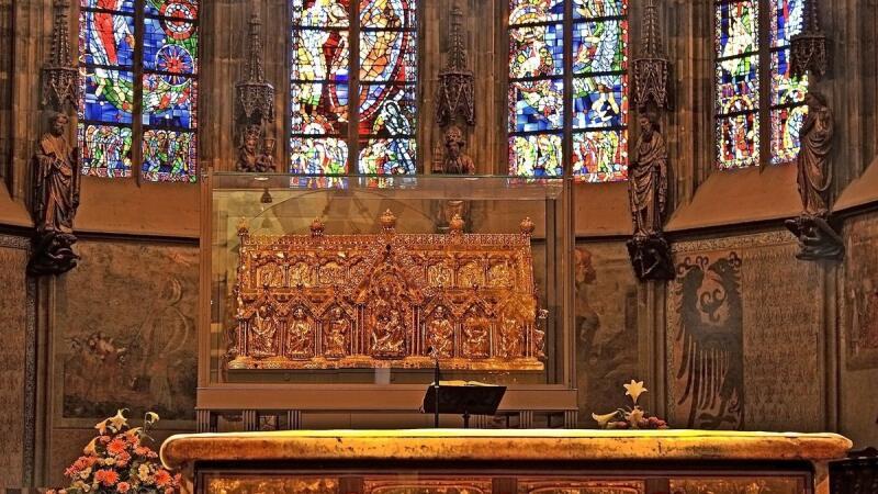 Sarkofág Karola Veľkého v Katedrále Panny Márie v Cáchach (Aachene)