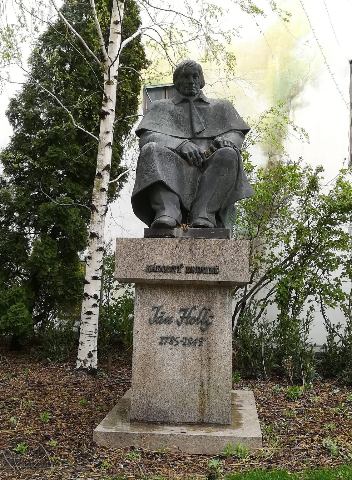 Pamätník Jána Hollého pri Katedrále sv. Martina na Rudnayovom námestí, ktorého autorom je doc. Ing. arch. Jozef Huntier (archív o. z. CYRILOMETODIADA)
