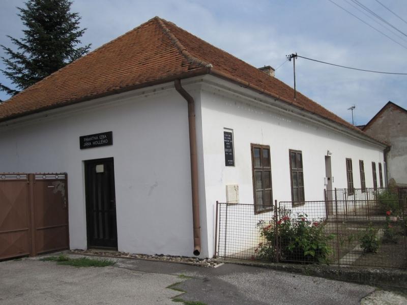 Fara v Maduniciach, v ktorej Ján Hollý pôsobil ako farár (www.regionhlohovec.sk)